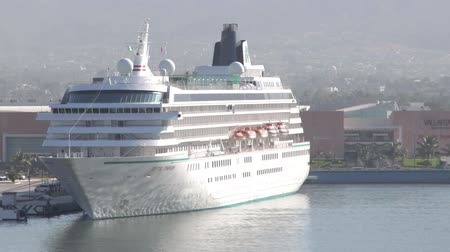 damarlar : timelapse of a large cruise ship in the harbour in puerto vallarta, mexico