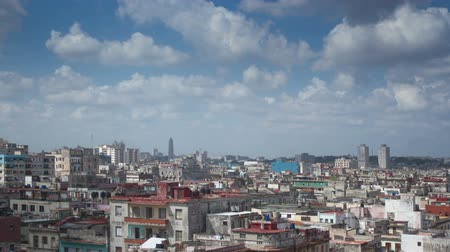 kuba : dramatic panning timelapse of the havana skyline and coast, cuba Stock mozgókép