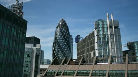коммерция : the Swiss RE building also known as the Gherkin in the financial heart of the city, london