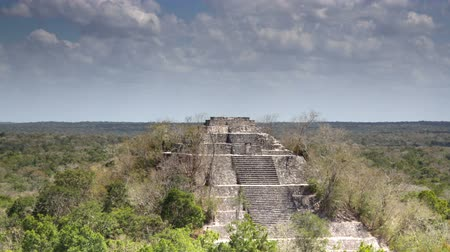 catástrofe : Time-lapse of the mayan ruins at kalakmul, mexico. the mayans believe that transformative events will occur on 21 december 2012