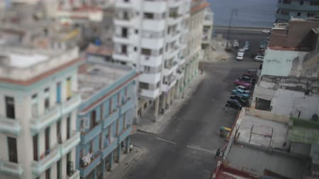 kuba : Tilt and shift timelapse looking down onto the street in havana, Cuba