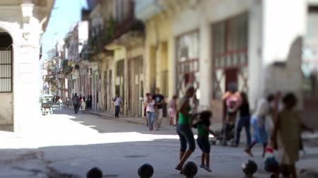 kuba : Tilt and shift timelapse of a havana street scene, Cuba