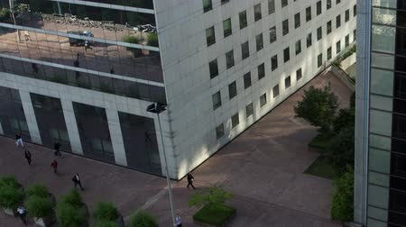 grande arche : Timelapse of people walking to work across a plaza in la defence business dstircit, paris