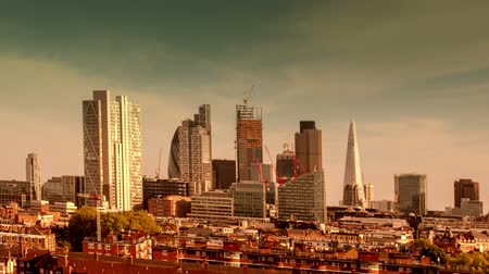 Лондон : Abstract and highlighted colour timelapse of the skyline of london