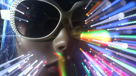 tarz : unique stop motion clip a fashion mannequin with abstract disco lights
