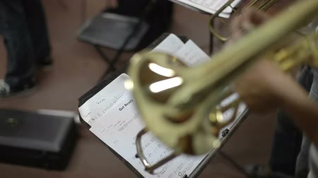 trombeta : close up of instruments in a jazz band practise Stock Footage