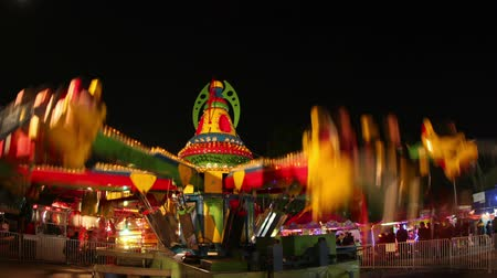 kolotoč : timelapse of a ride at a carnival in mexico city