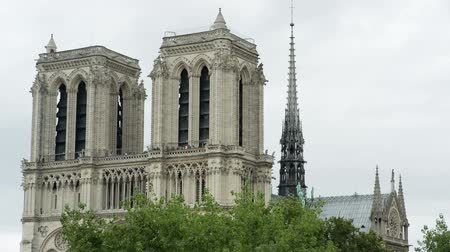 точка зрения : Timelapse of notre dame cathedral shot on a summer day from a unique vantage point