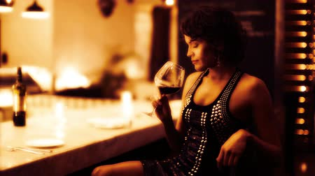zmysłowy : Beautiful sexy woman drinks wine in a hotel bar at night