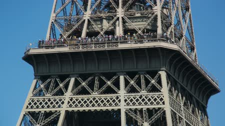 Time lapse of the Eiffel tower in Paris shot on a summer day extreme zoom showing the tourists on the viewing platform Dostupné videozáznamy