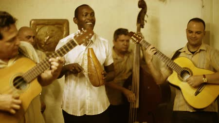 kuba : The Cuban band eco caribe filmed performing in havana. all band members are model released. Stock mozgókép