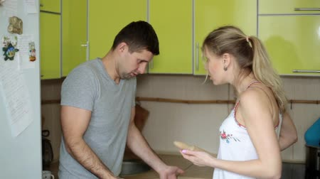 quarreling : Wife screams at her husbands house. Family litter, the couple swears.