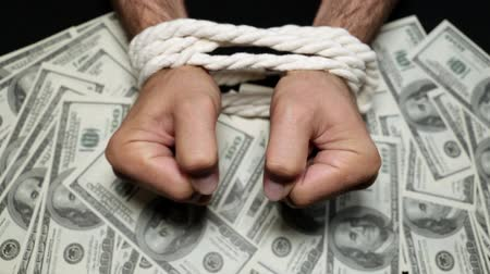 kordon : Dollars and tied hands are men. Concept of financial independence. Stok Video