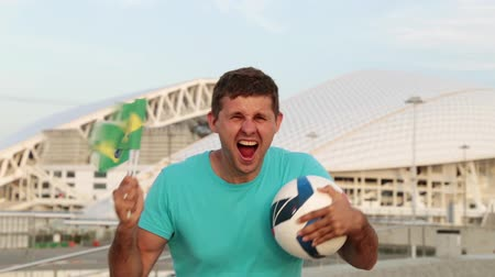 brezilya : Football fan with the Brazilian flag.