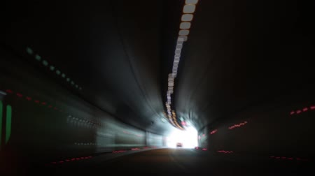 konec : Car tunnel. The car quickly rides in the tunnel.