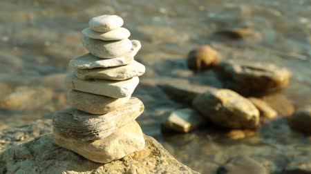 istikrar : Pyramid of stones, sea, waves. Relax and rest. Stok Video