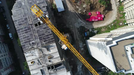 строительные леса : City, building crane, aerial view. Construction crane.