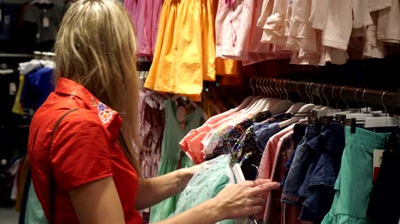 roztříděný : Woman in a childrens clothing store.