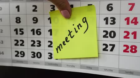 planlamacı : Office calendar and meeting reminder. Stok Video