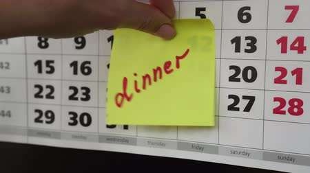 planlamacı : Dinner, the inscription on the calendar.