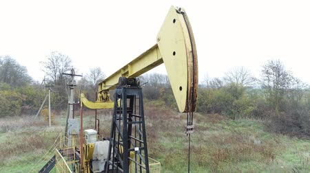 dieselmotor : Pump for pumping oil or gas. Oil rig, extraction of hydrocarbons.