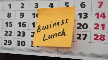 planlamacı : Office calendar, business lunch inscription on the sticker. Stok Video
