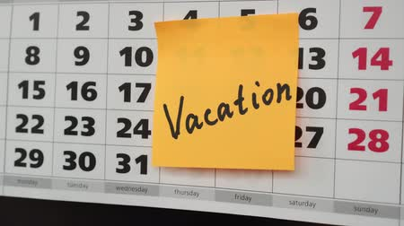 planlamacı : Office calendar, sticker with the inscription vacation. Stok Video