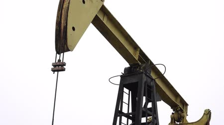 petróleo : Oil Pump-jack. Equipment for oil and gas production.