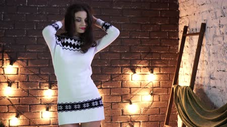 noel ağacı : A young woman dancing on the background of Christmas decorations. Stok Video