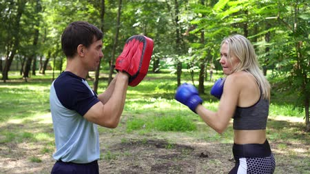 bokser : Female boxer training with coach. Womens boxing, sports, training. Stockvideo