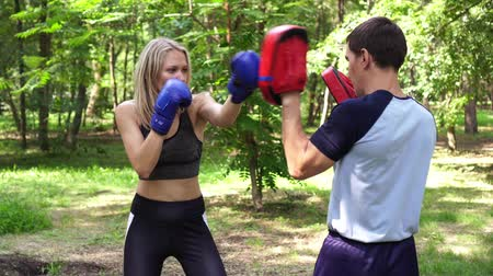 bokser : Womens boxing, sports, training. Young woman is engaged in boxing. Stockvideo