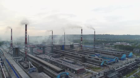 alumínium : Novokuznetsk, aluminum smelter, aerial view. Plant, factory, environmental pollution. Stock mozgókép