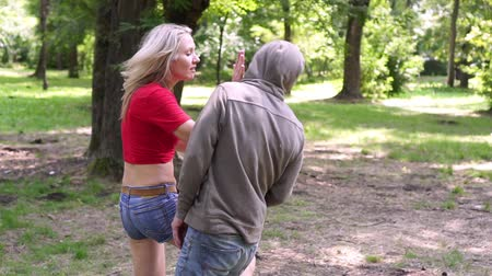 włamywacz : A woman trains in a park for self-defense and hand-to-hand combat. Wideo
