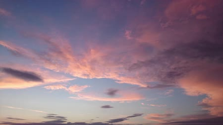 закат : Timelapse clouds on sky during sunset getting dark in beautiful colors Стоковые видеозаписи