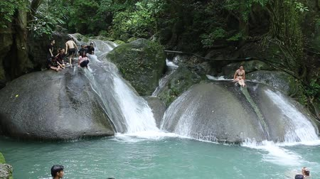 tartomány : THAILAND, KANCHANABURI PROVINCE, OCTOBER 23, 2014: People in Erawan National Park and Erawan Waterfall in Kanchanaburi Province, western Thailand