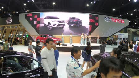 ショールーム : Bangkok, Thailand - December,10  2018 : People visit new car model at Thailand International Motor Expo 2018 MOTOR EXPO 2018 on Dec 10,2018 in Bangkok, Thailand