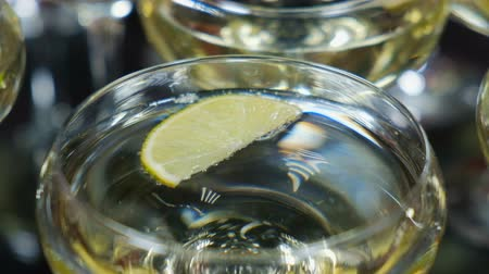mürver : Drink with lime and mint in a champagne glass Stok Video