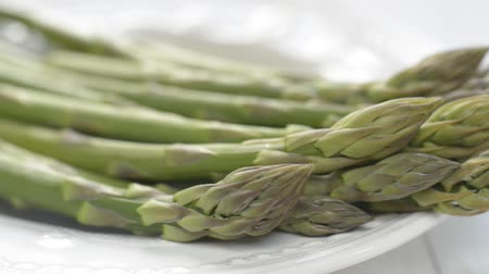 espargos : Raw asparagus closse up shoot