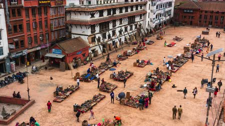 стенд : KATHMANDU, NEPAL - CIRCA APRIL 2018: Time-lapse of Durbar Square from a vantage point. Many souvenir stands are set up on the square.