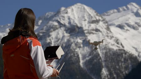 filmowanie : Woman with a remote control controls the drone