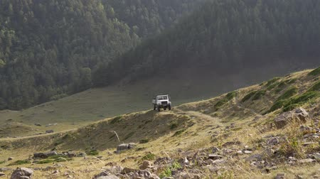 склон : Truck in the mountains