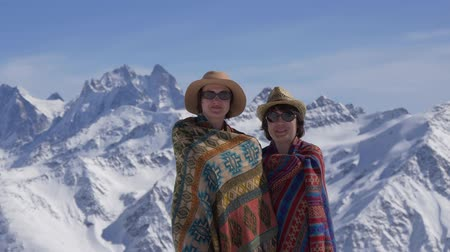 tekercselt : Women rolled in blankets in the mountains