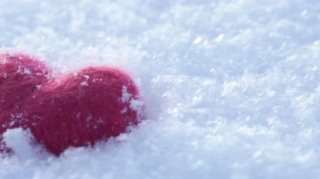 peluş : Red woolen heart on lying on the white clear snow in winter Stok Video