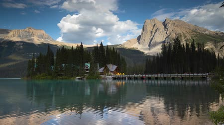 ingiliz columbia : Emerald Lake summer August evening time lapse Stok Video