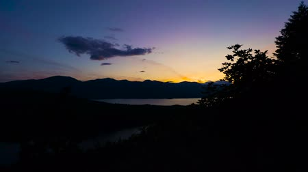 molas : Timelapse of the sun setting over Harrison Lake