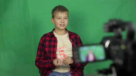 home studio : Teen video blogger shoots a new video. Stock Footage