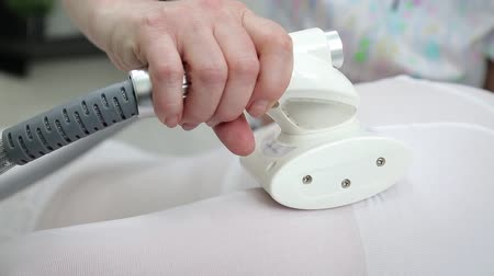manipulacja : LPG massage of hands and shoulders.