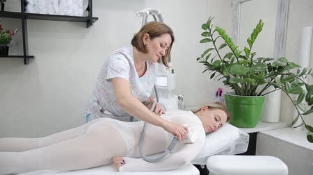 belly : LPG massage of hands and shoulders.