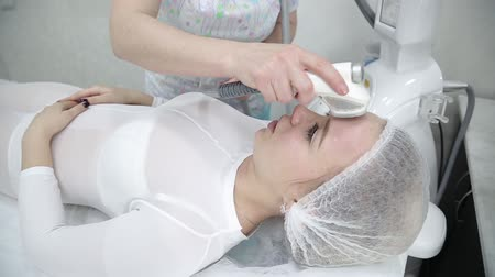 düzeltme : Removing wrinkles on the face and neck with massage. Stok Video