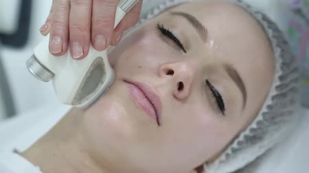 manipulacja : Removing wrinkles on the face and neck with massage. Wideo